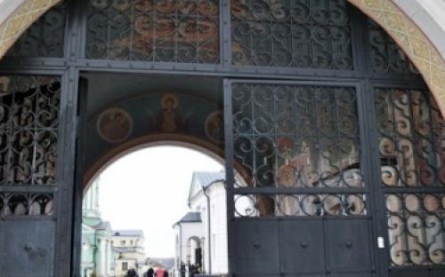 Святые врата монастыря всегда открыты