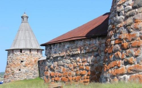 Крепостные стены Соловецкого монастыря
