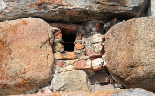 Вековые камни монастырских стен
