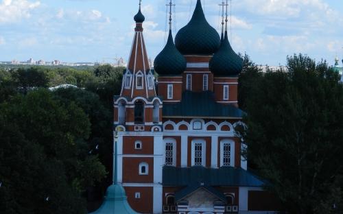 Вид с колокольни на храм Михаила Архангела
