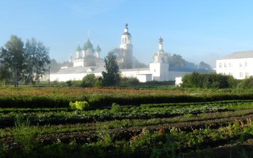 Монастырь ранним утром