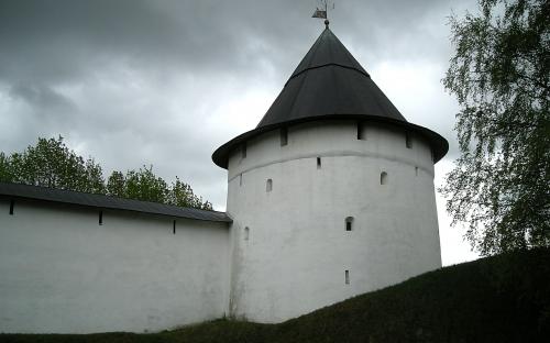 Одна из башен Псково-Печерского монастыря