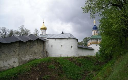 Крепостные стены, вписанные в ландшафт местности