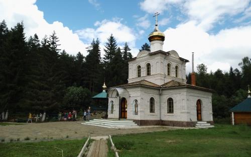 Преображенский храм на источнике (подворье монастыря)