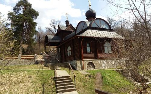На источнике в Звенигороде