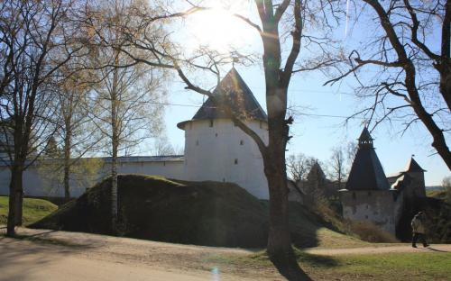 Крепостные башни псково0Печерского монастыря