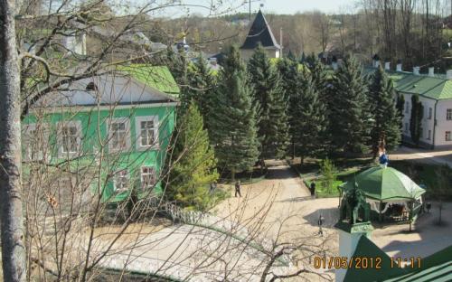 Вид на монастырь со Святой горки