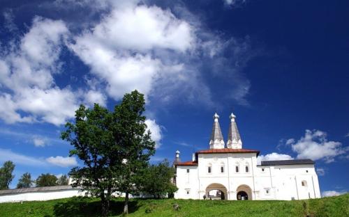Святые врата в монастырь. Ферапонтово. экскурсия в Вологду