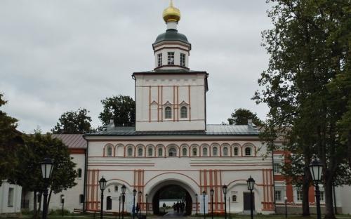 Иверский монастырь на Валдае. Святые врата