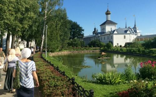 Вдоль набережной Ярославля