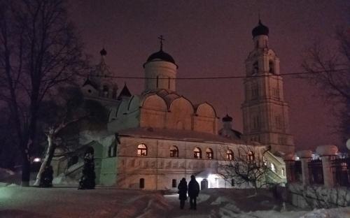 Вечер в монастыре