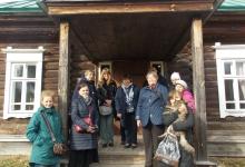 Наша группа у школы в имении Львовка