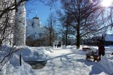 Покровский монастырь. Солнечный день в марте